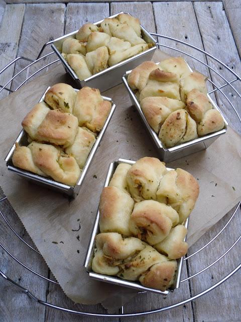Mini-Kräuter-Zwiebel-Brot