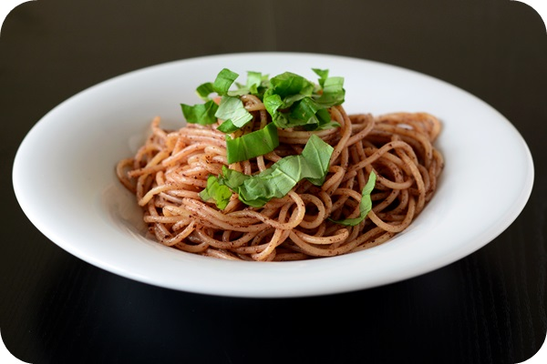 Zitronige Oliven-Spaghetti