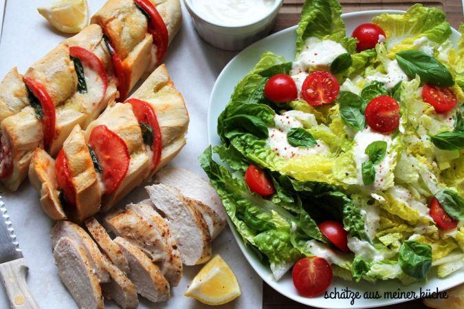 Ofenbaguette mit Salat und Hähnchen