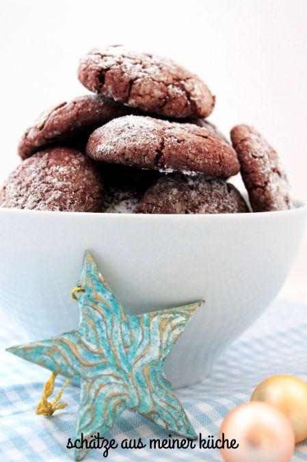 Schokoladentaler mit Puderzucker
